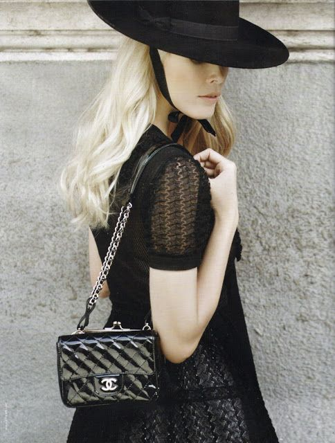 Claudia Schiffer for Chanel Spring 2010