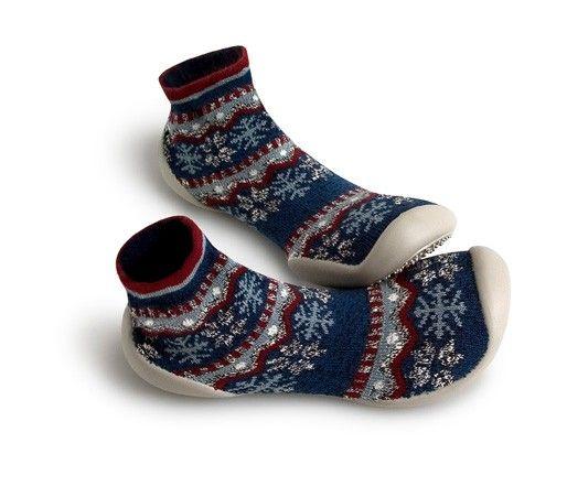 De magnifiques flocons de neige, et des motifs géométriques, pour un modèle hivernal, parfait pour réchauffer les pieds!
