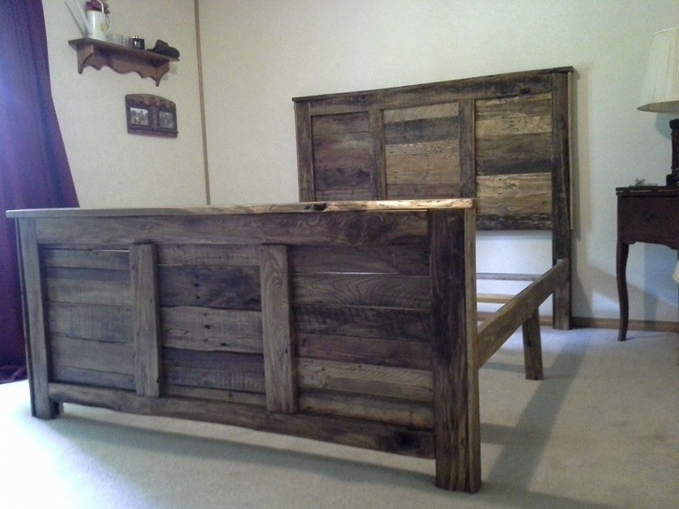 Queen size pallet headboard and footboard with frame diy for Diy rustic bunk beds