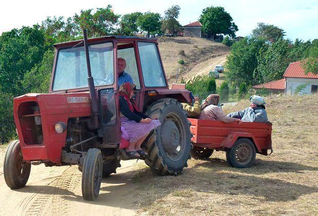 die besten 25 traktor anh nger ideen auf pinterest tretauto bollerwagen und gokart lenkung. Black Bedroom Furniture Sets. Home Design Ideas