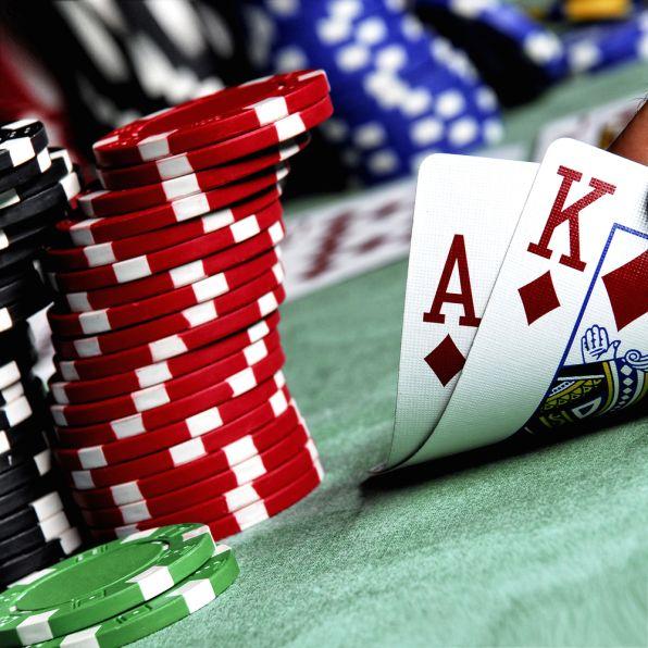 bitcoin poker játék)