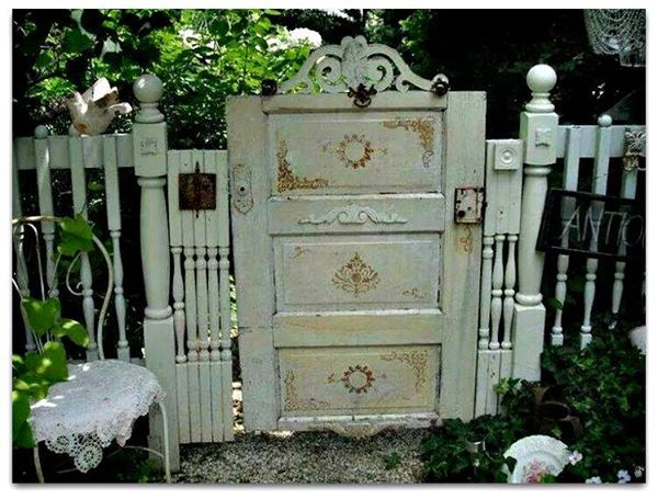 Shabby chic garden gate from an old door and spindles! garden art