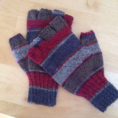 Simple stockinette gloves with half fingers to fit a ma ...