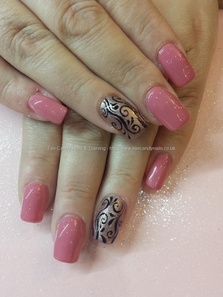 Gel 35 polish with freehand scroll nail art Taken at:3/14/2014 7:01 ...