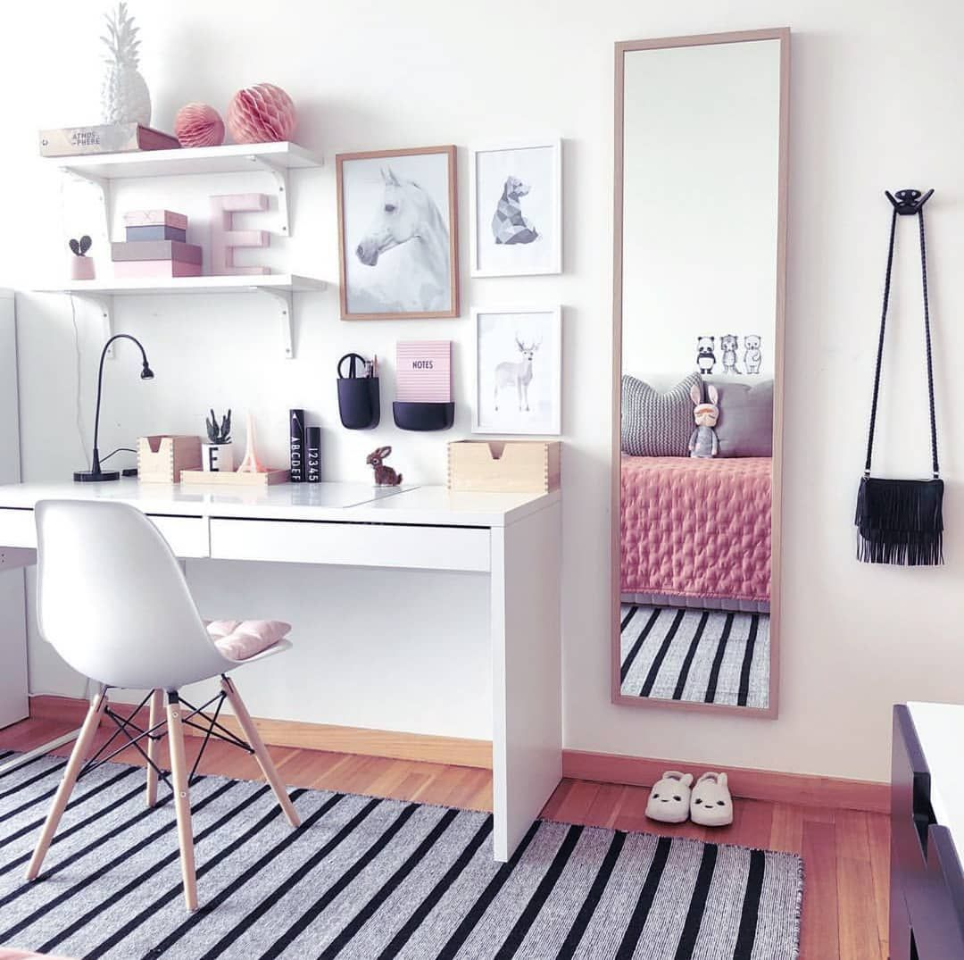 What a lovely workspace!desklifebliss homeoffice