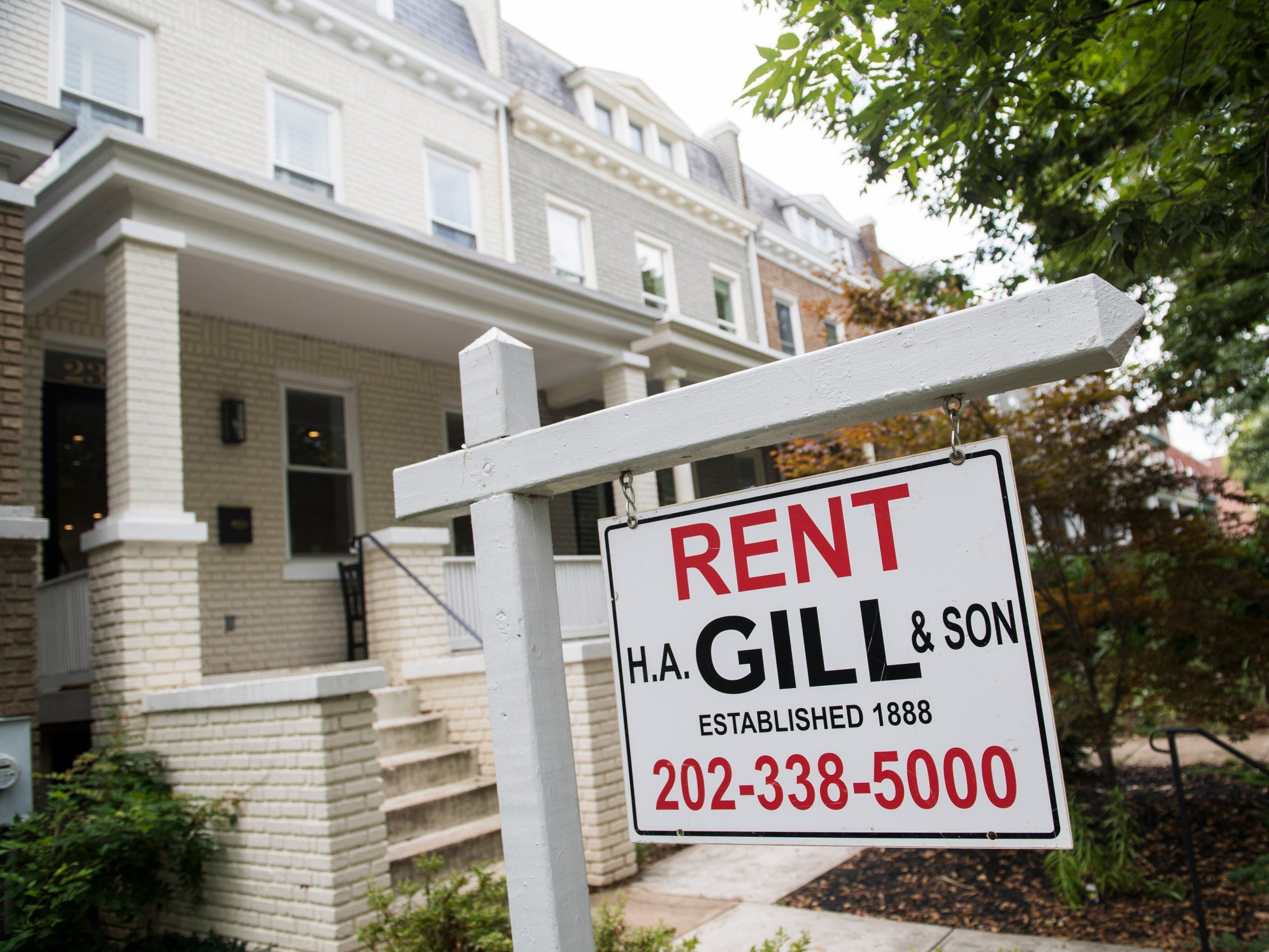 10 Us Cities Where Rent For A One Bedroom Apartment Is Increasing The Most And 10 Cities Where It S Decreasing Tom Wi Us Real Estate Real Estate Safe Haven