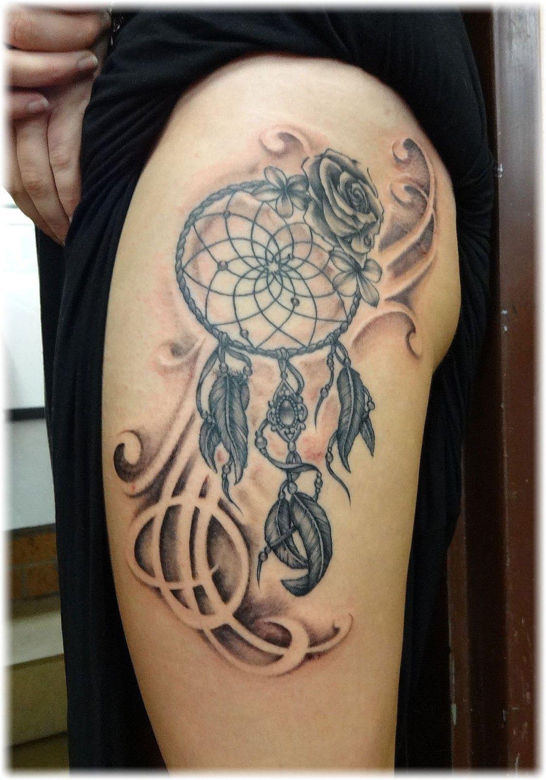 tatouage femme dans lotus