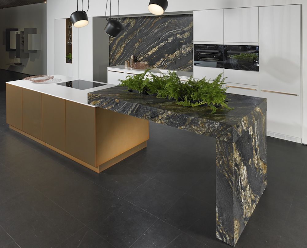 Keuken Marmer Zwart : Keuken met zwart marmer keukenblad black fusion van kemie