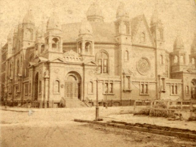 The impressive Church of the Disciples, on 45th St and Madison Ave, did not makeit into the 20th century. It was built in 1873 and demolished in 1899.