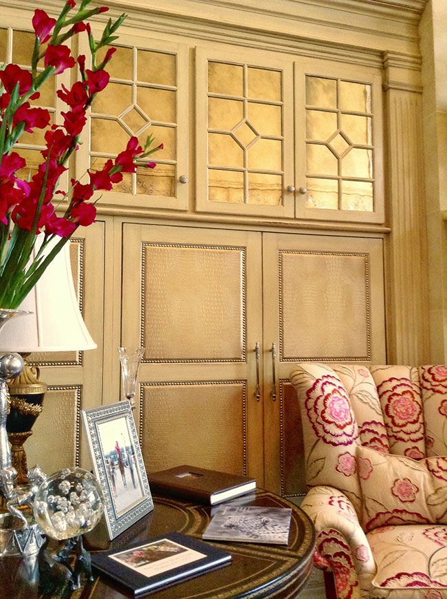 Gorgeous Paneled and Glazed Wall with a chic Crocodile Pattern ...
