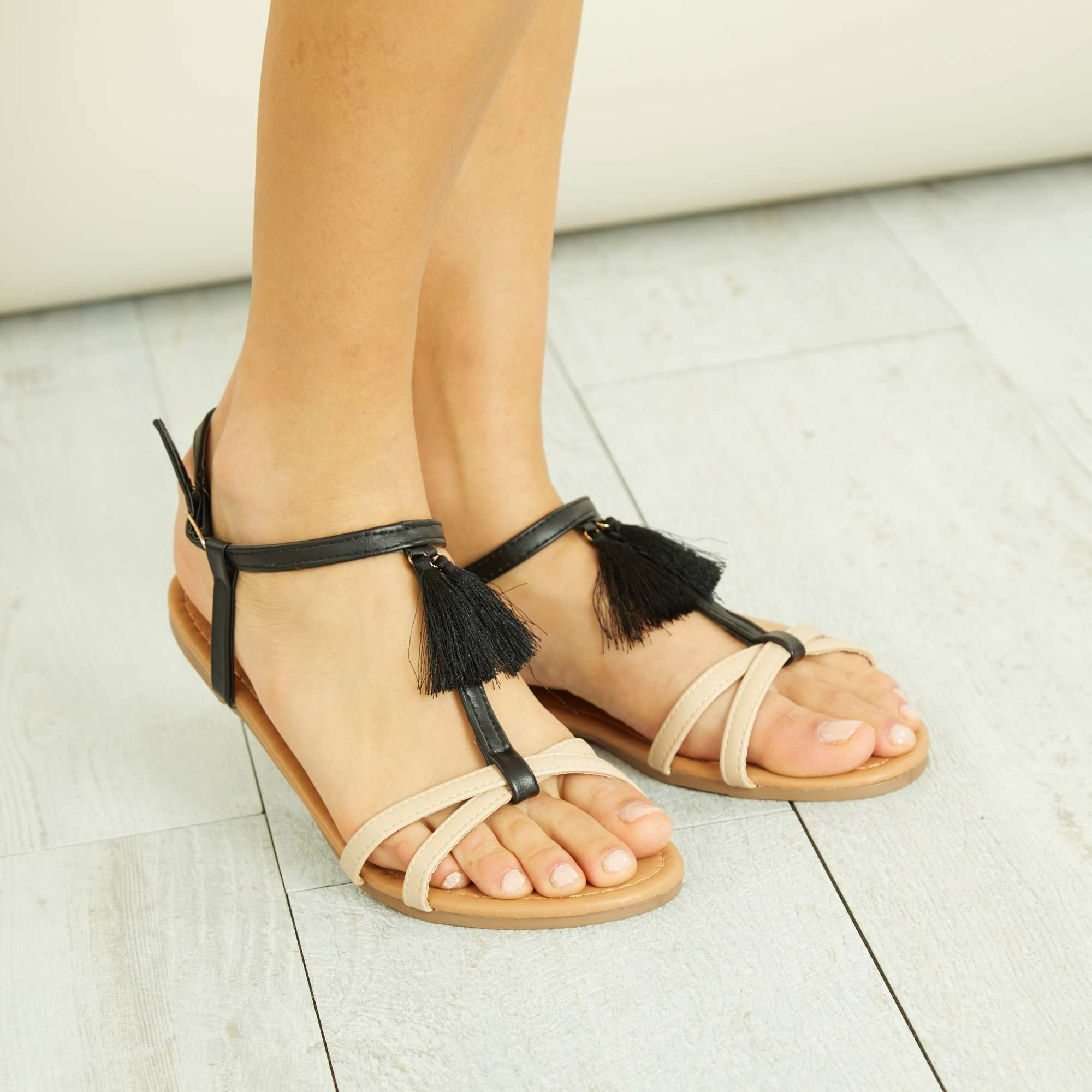 ff21dfbbd952a Sandalias de piel sintética con borlas Mujer - BEIGE - Kiabi - 13