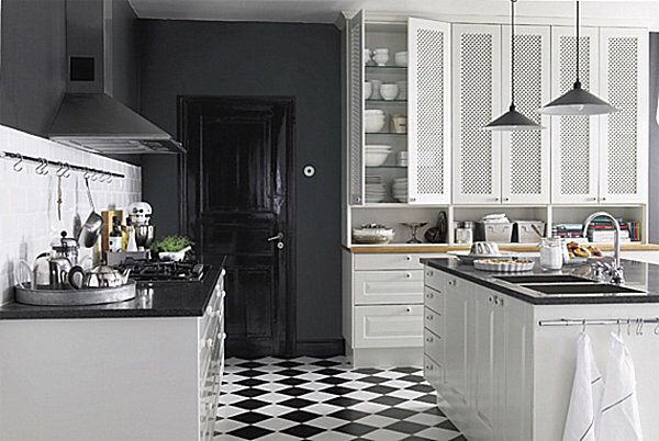 Imagen de http://cdn.decoist.com/wp-content/uploads/2012/05/modern-bistro-kitchen-black-and-white-tile-floor.jpg.