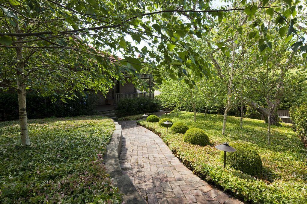 Definition To Front Door Garden By Peter Fudge Garden Design Landscape Design Front Yard Garden
