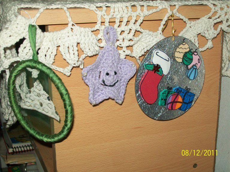 Estrellitas al crochet, CD reciclados y aro con motivo navideño