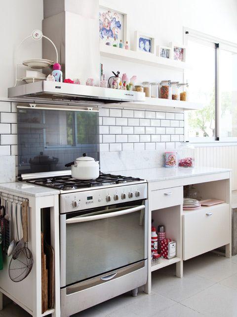 Una casa con foco en el espacio | Cocina comedor, Horno y Industrial