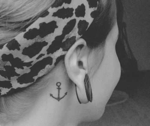 cute little anchor... I want an Anchor tat