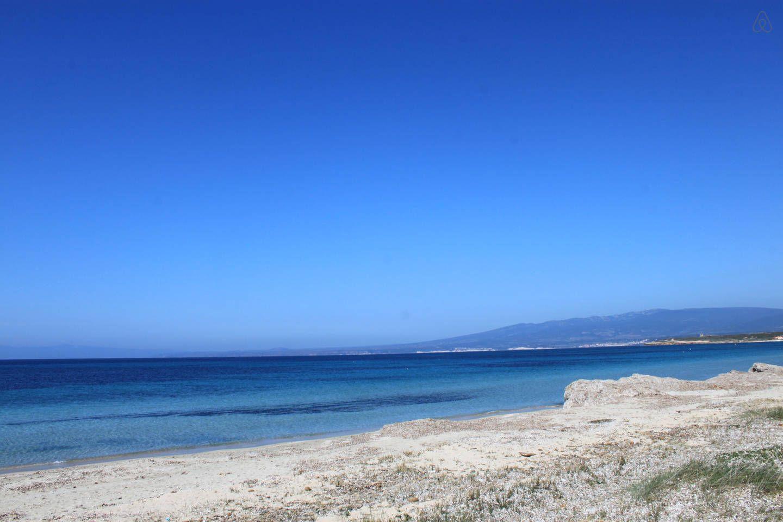 spiaggia a 5 metri dalla sosta  camper o campeggio tende