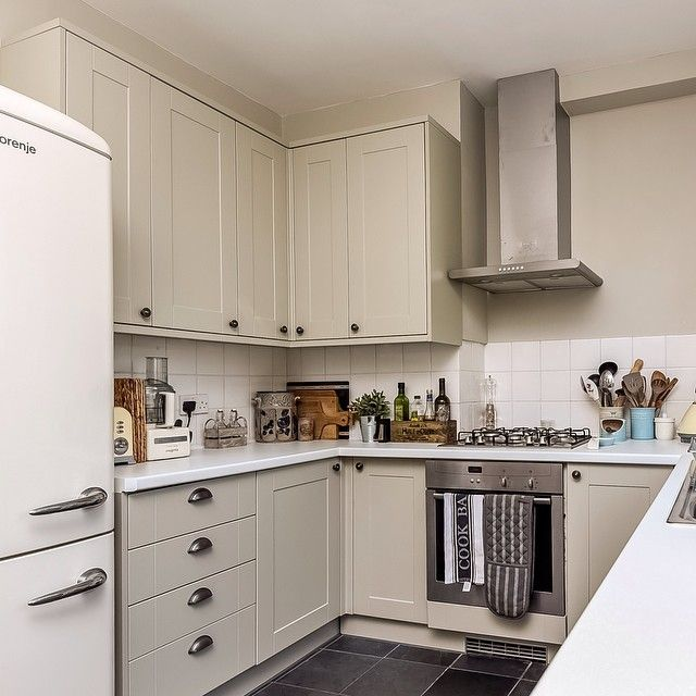 Best Farrow Ball Shaded White And Howdens Kitchen Burford 640 x 480