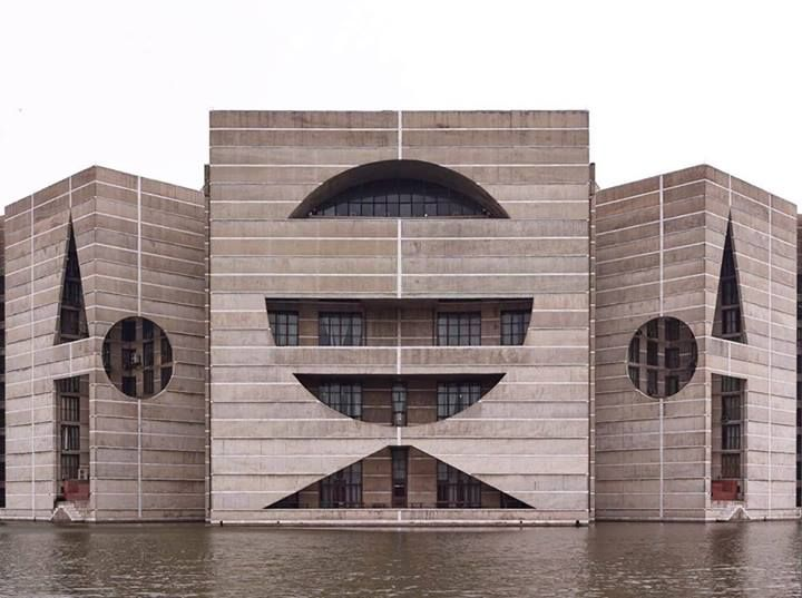 Asamblea Nacional de Dhaka (1964-1982) Dakha, Bangladesh   Loui I. Kahn foto: Grischa Rüschendorf