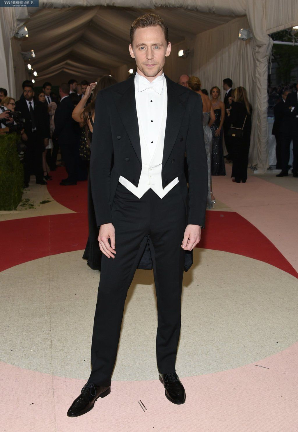 Tom Hiddleston. #MetGala Via Twitter.