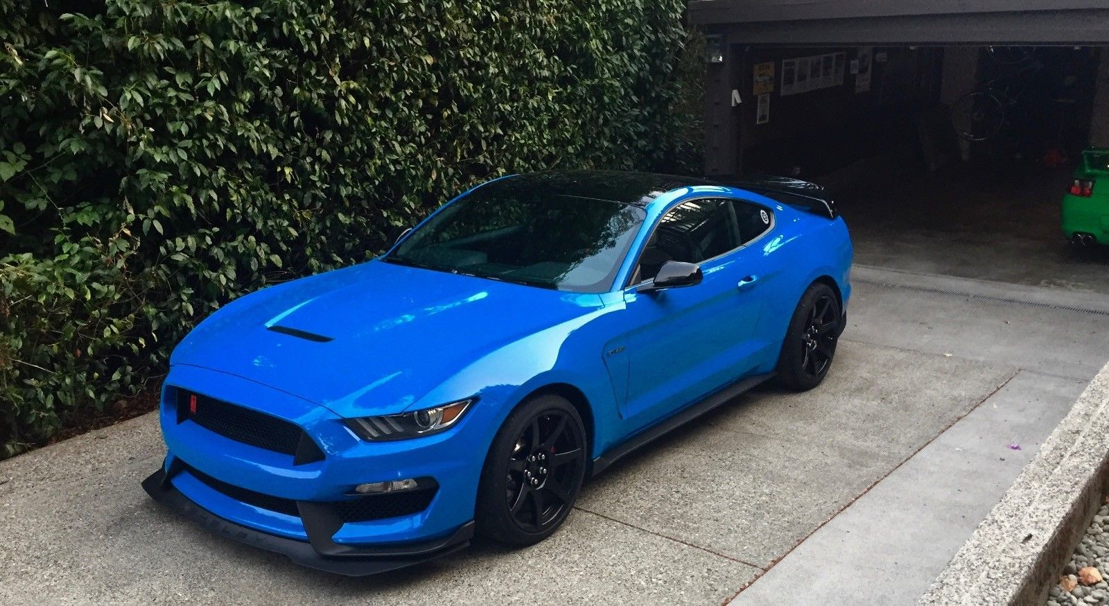 Nice amazing 2017 ford mustang gt350r ford shelby gt350r grabber blue base model black roof no stripes rare 2017 2018