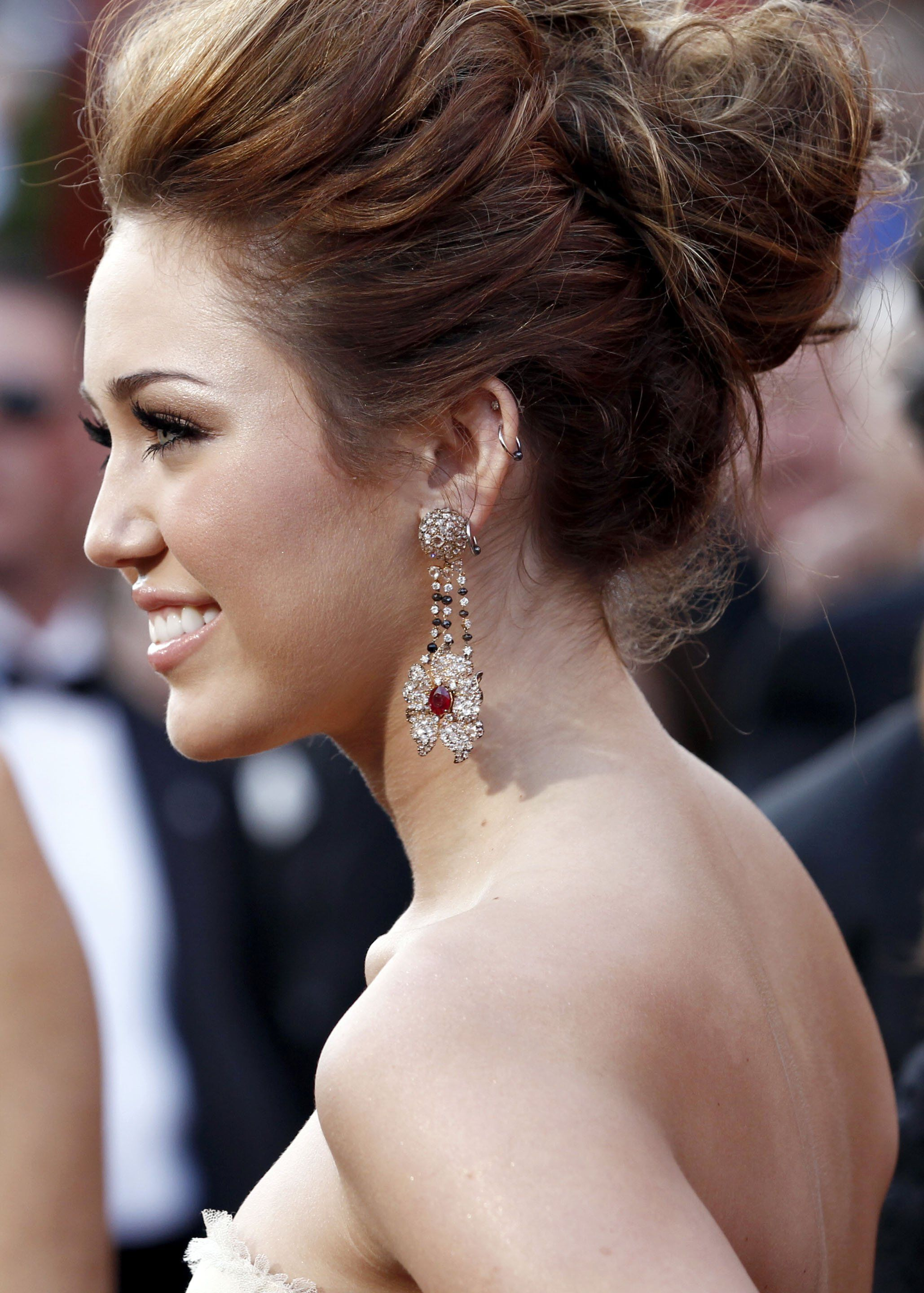 Miley Cyrus Updo Hairstyles Hair Color Ideas And Styles For 2018