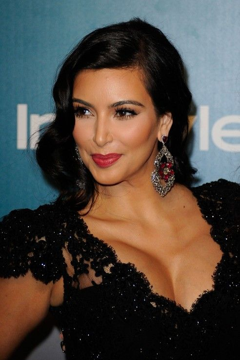 Kim's hair and make-up is perfect <3