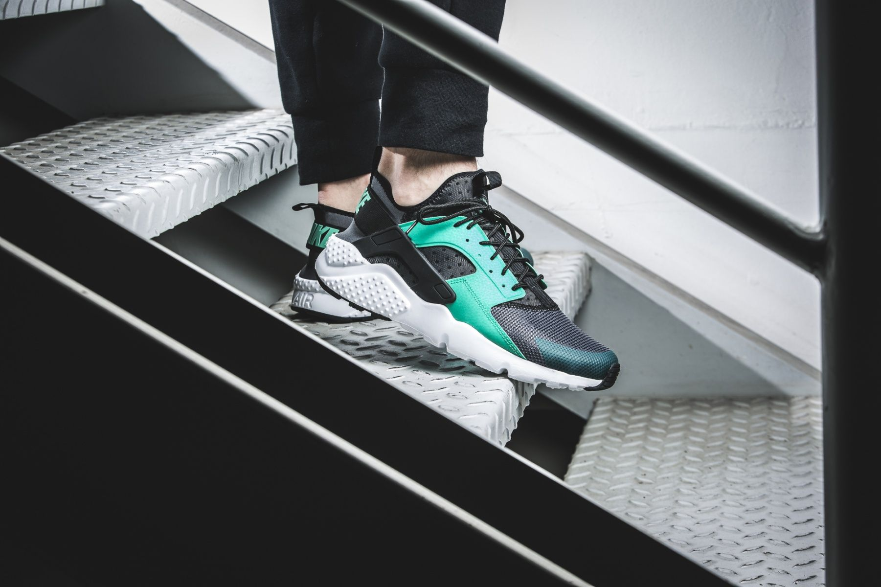 nike air huarache run ultra menta green