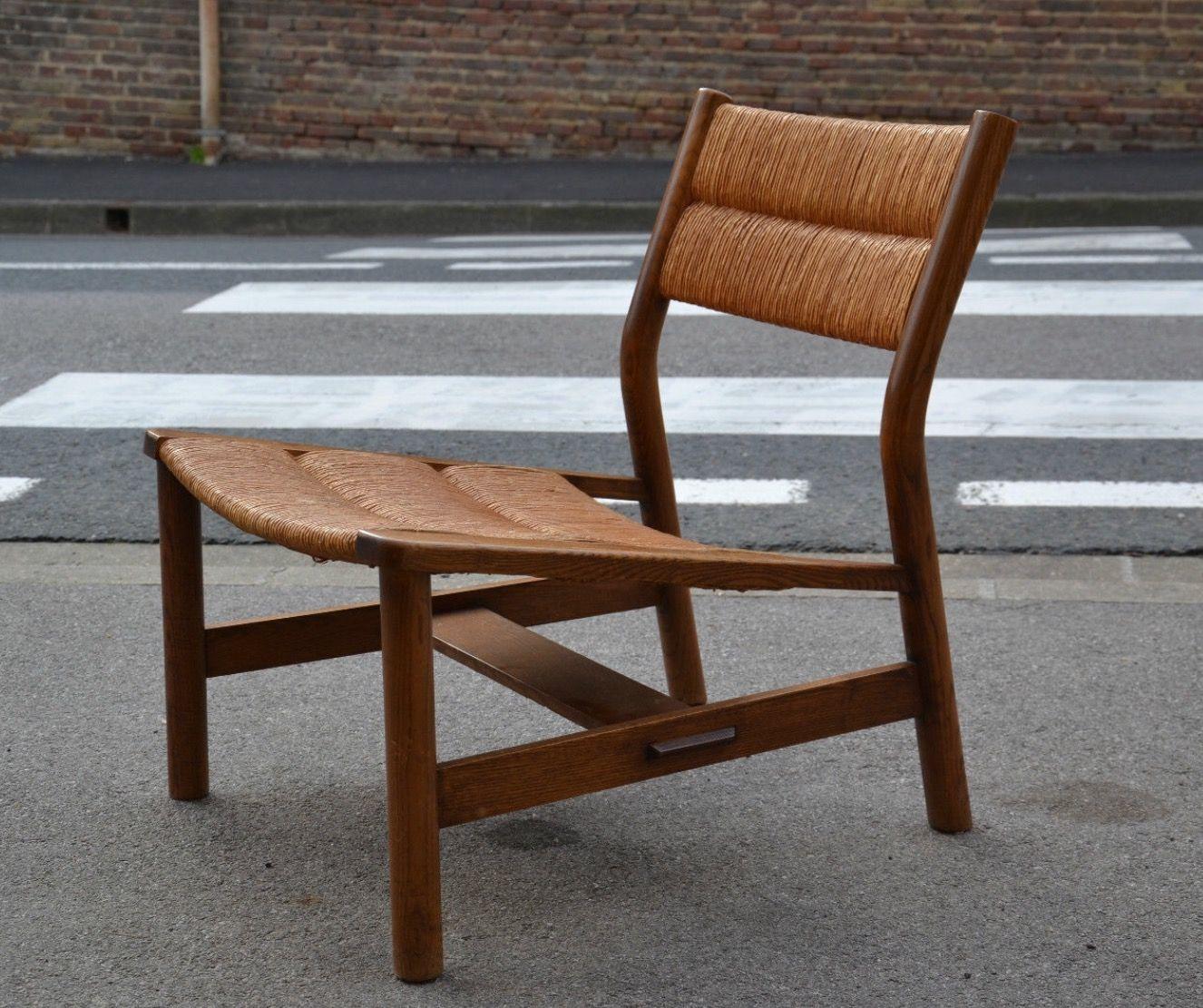 pierre gautier delaye fauteuil lounge chair week end 1956 bois et paille HT 70 cm x P 56 cm x L 58 cm. J'adore cette ligne élégante.