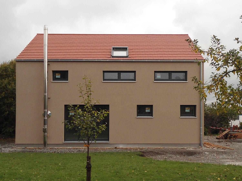 einfamilienhaus holzhaus satteldach modern fenster dachfenster efficiento holzh user. Black Bedroom Furniture Sets. Home Design Ideas
