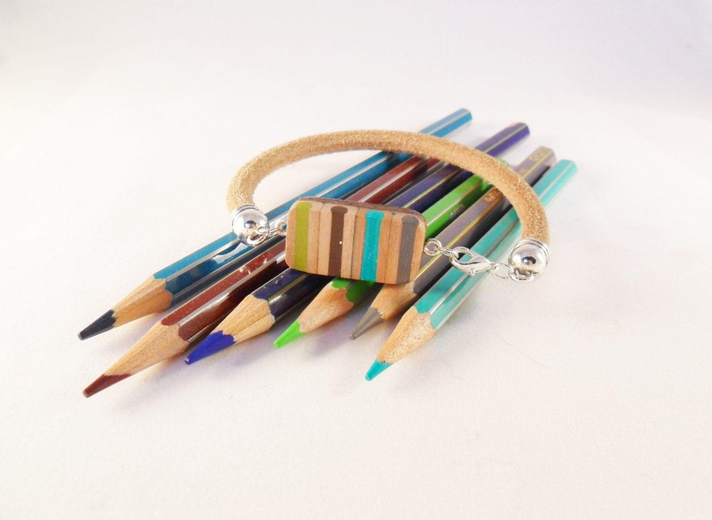 #leatherbracelet made with #pencilcolors #charms #bracelet #bluanne bracciale da uomo in pelle cuoio con matite colorate a righe di BluanneColorWood su Etsy