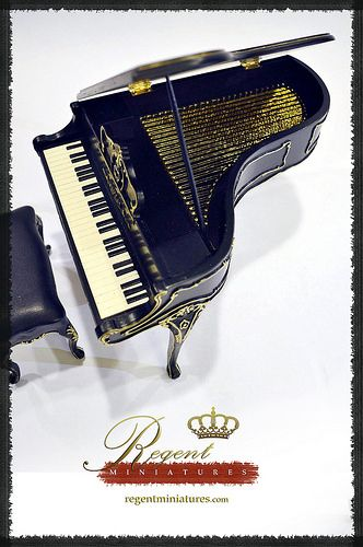 Regent Miniatures 1:6 Scale Black Piano