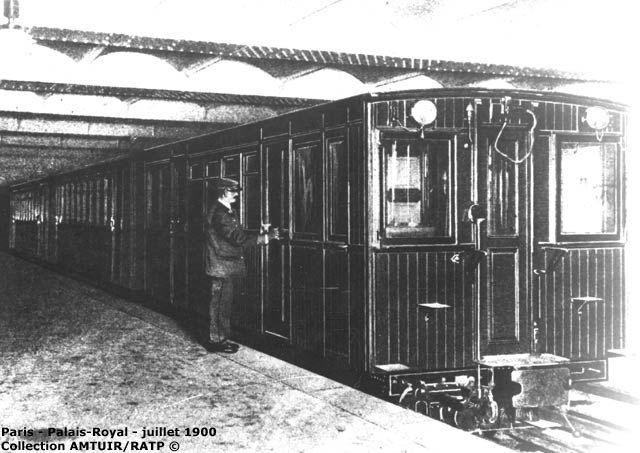 Train en essai à la station Palais Royal le 13 juillet 1900 ...