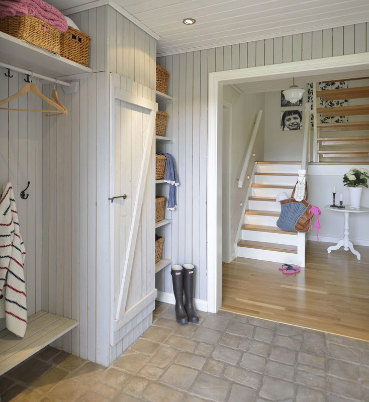 Boazeria W Przedpokoju Przedpokoj Styl Rustykalny Aranzacja I Wystroj Wnetrz Home Bedroom Colors House Design