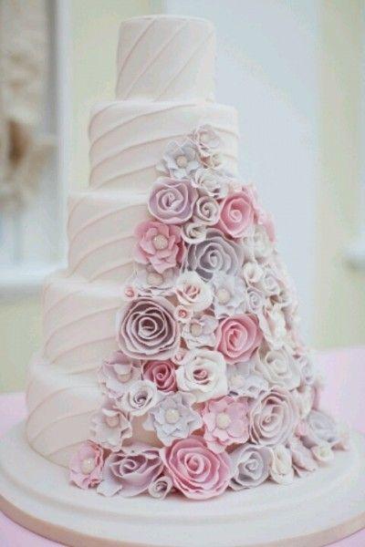 e635c9cdc02 mariage rose gris idée candy wedding cake fleuri Carnet d inspiration  mariage Mademoiselle Cereza