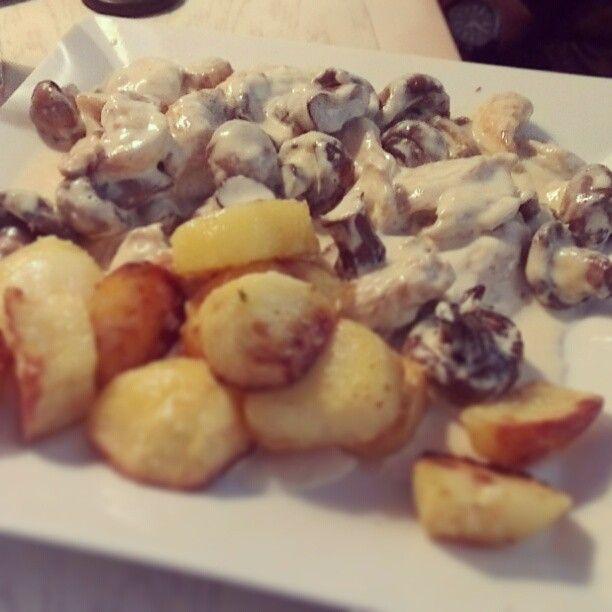 Chicken joulliene #bansko #euphoria #foodporn #foodgasm #epicmeal (at Euforia Bar & Grill)