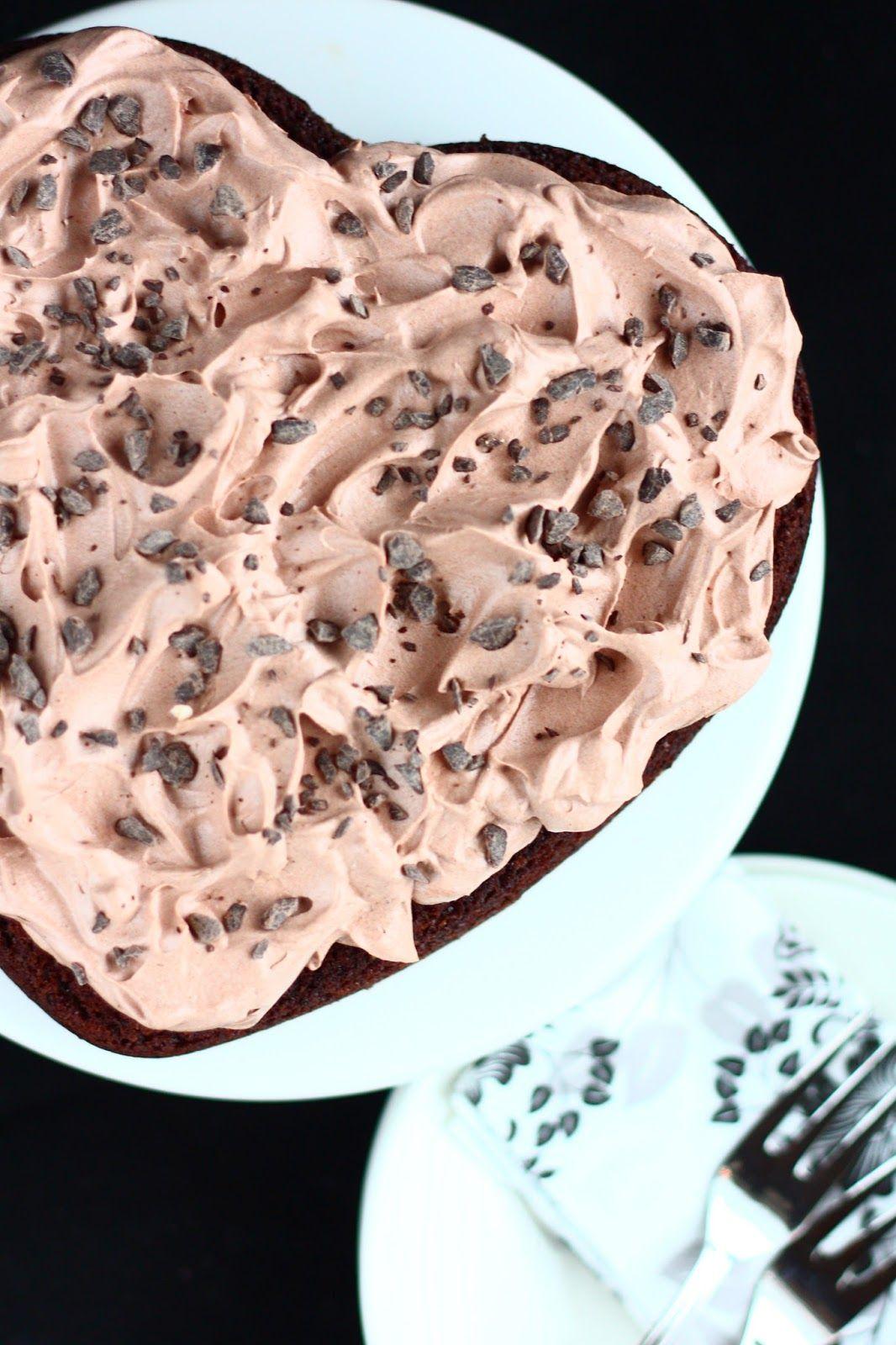 Suklaakakku kaakaokermalla