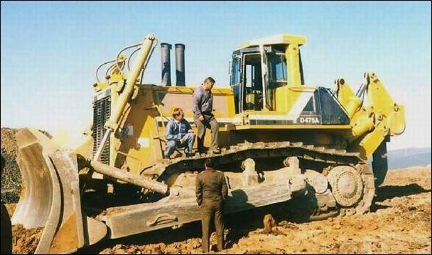 KOMATSU D475A-5SD Bulldozer | Komatsu Equipment | Heavy equipment
