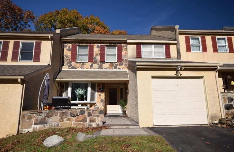 A home for sale at 4 dundee mews media pa 19063 in