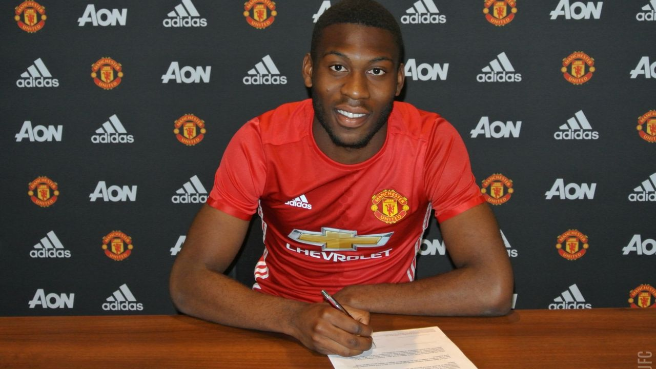 Fosu Mensah Signs New United Contract Official Manchester United Website Manchester United Man Utd News Manchester United Players