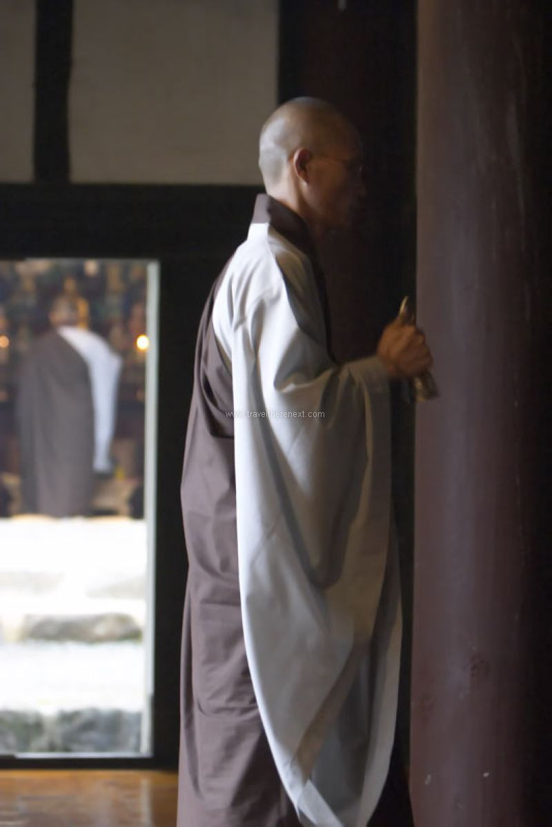 Jirisan National Park - Monk with a bell #southkorea #asia #park #jirisan #mountain #discover #experience #travel #traveltherenext #people #monk