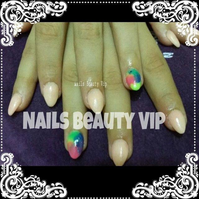 Uña forma almendra con splash en colores neon | Trabajos de beauty ...