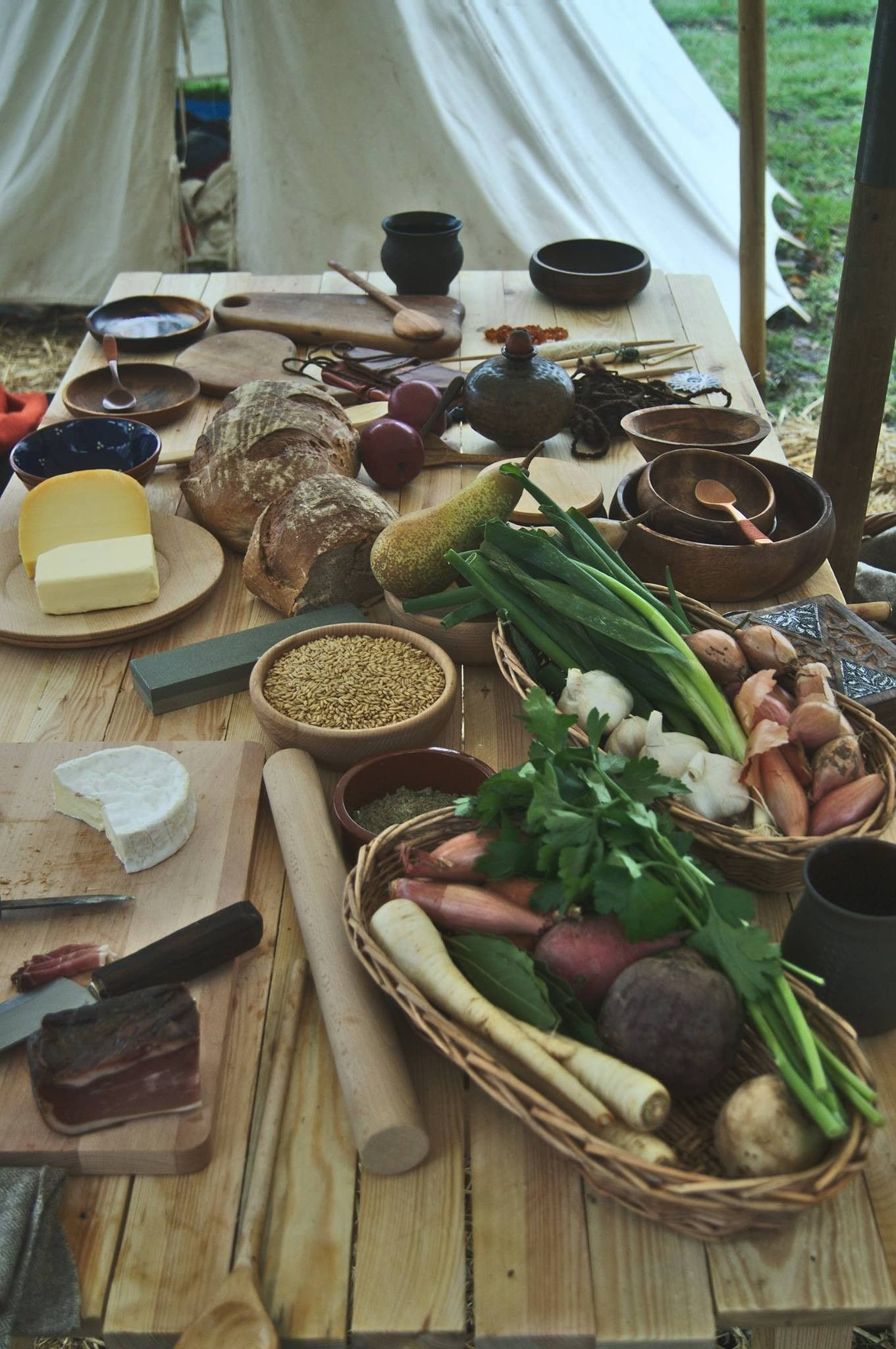 viking food table | Viking Age | Viking food, Viking party