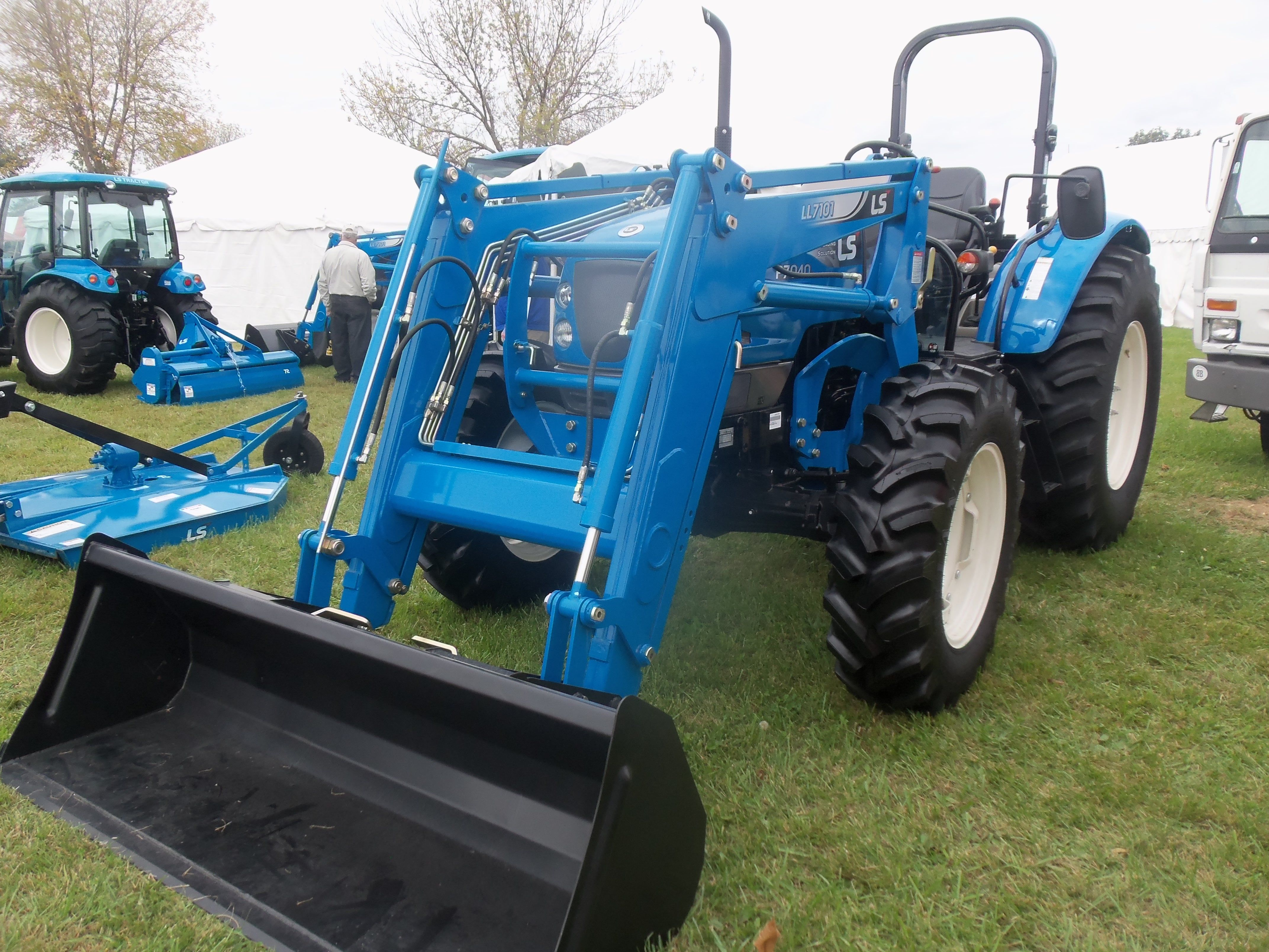 Ls P7040 With L7101 Loader Farm Equipment Tractors New Holland