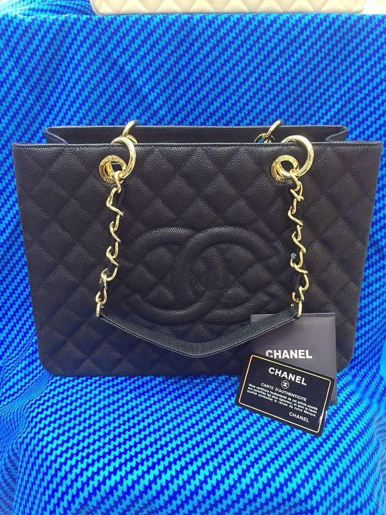 Réplica de Bolsa Chanel Shopper em Couro Caviar Preta - Linha Premium TOP  PREMIUM Réplica de Bolsa TOP, compre no cartão em 12x ou à vista com  desconto. d71162a969