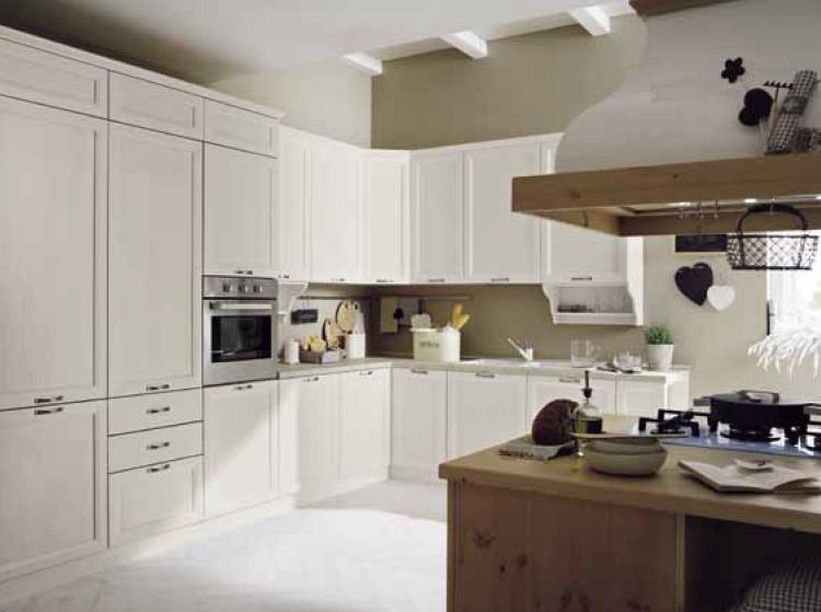 Cucina in legno massello personalizzabile su misura con pensili cestoni cassettiere - Bancone cucina legno ...