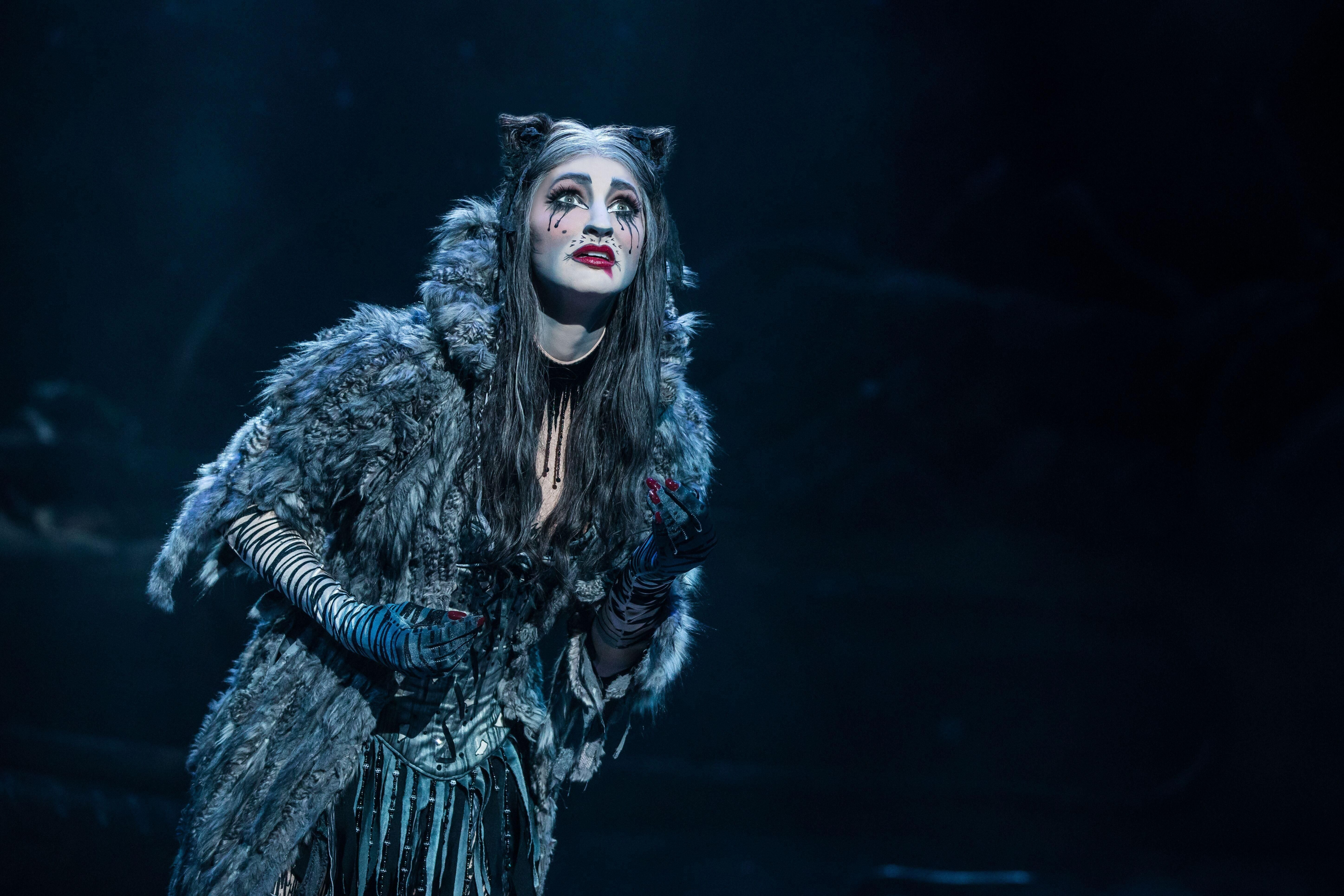 Performer Keri Rene Fuller Never Imagined She Would Land Her Current Role As Grizabella In The Iconic Andrew Lloyd Webber Musi In 2020 Cats Cast Cats Musical Musicals
