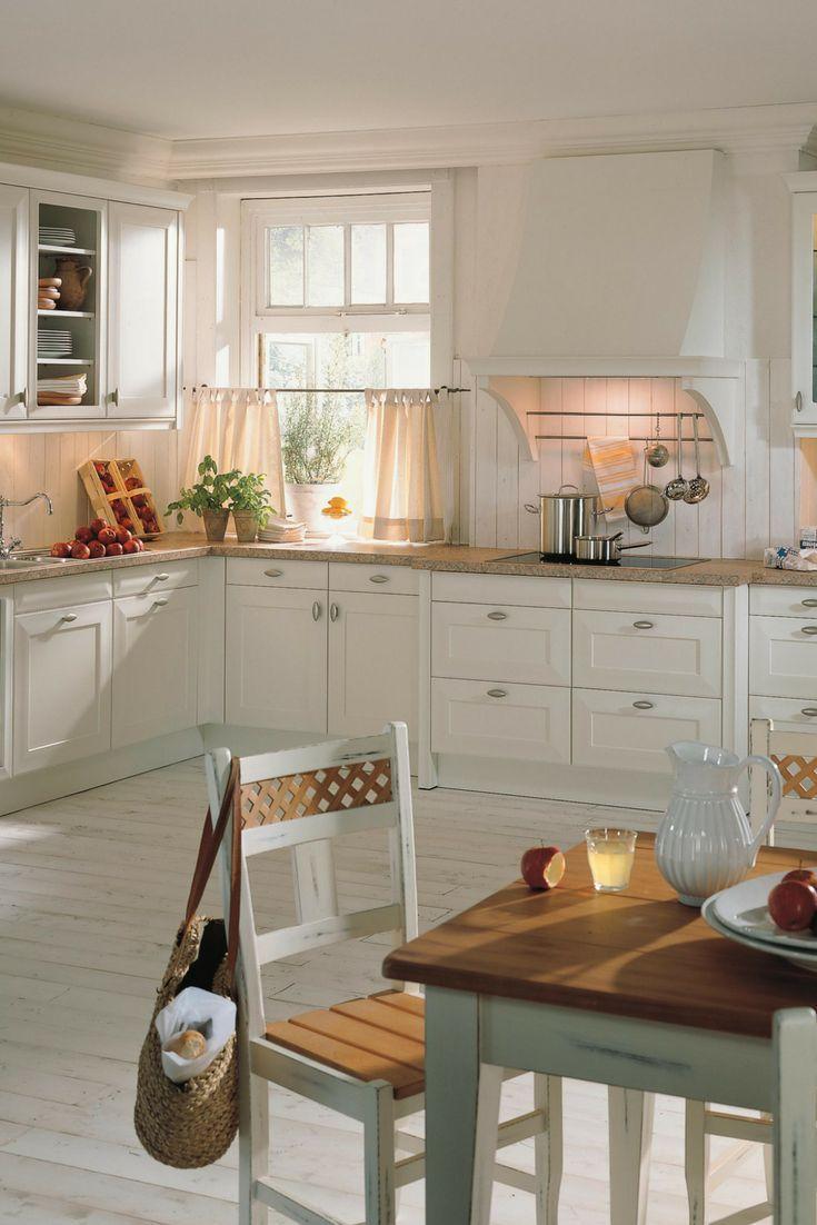 Küche, Landhaus, Landhausstil, rustikal, verspielt, weiß, Griffe