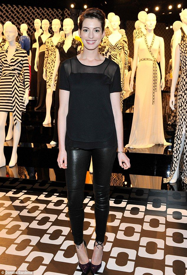 7108d8514dd4 Anne Hathaway flirts with fashion in leather pants on a dinner date