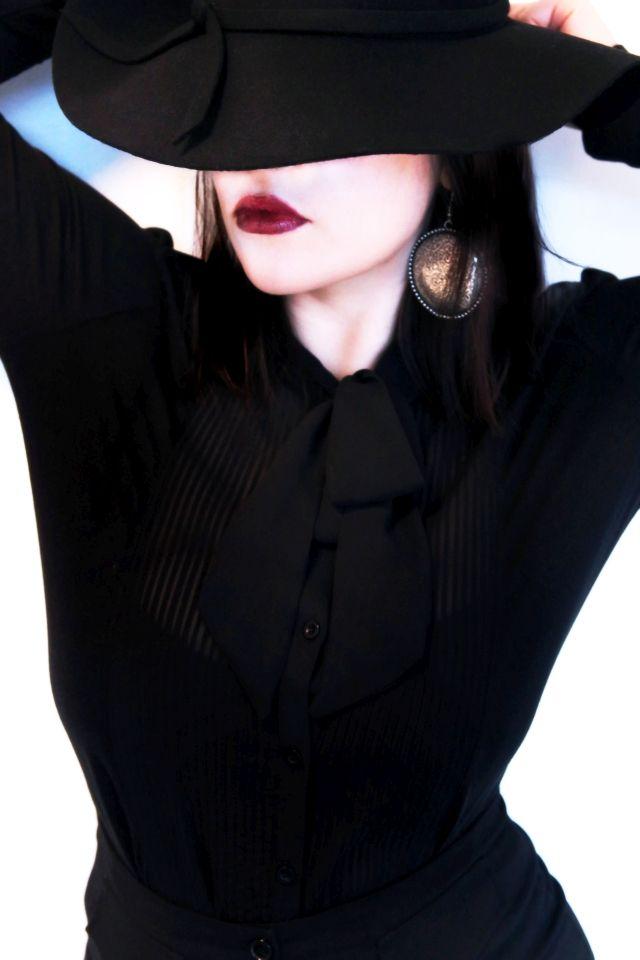 """Syksyllä on lupa hieman synkistellä ja pukeutua mustaan. Tsekkaa mystinen """"Lady in Black"""" -look by Miss Ruki Ver: http://www.emp.fi/blog/vaatteet_ja_tyyli/vaatteet_ja_muut_tuotteet/lady-in-black/?campaign=emp/fi/sm/pin/promotion/desk/18112014-blogi-lady-in-black"""